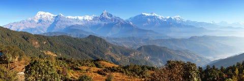 Panorama av monteringsAnnapurna område, Nepal Himalayas Royaltyfri Bild
