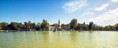 Panorama- av monumentet till Alonso parkerar XII i Buen Retiro, Madrid, Arkivfoton