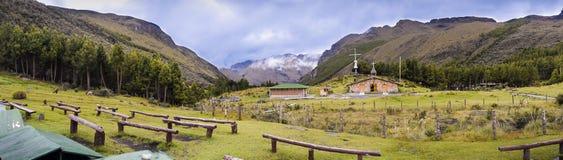 Panorama av nationalparken och fristaden för El Cajas Arkivfoto