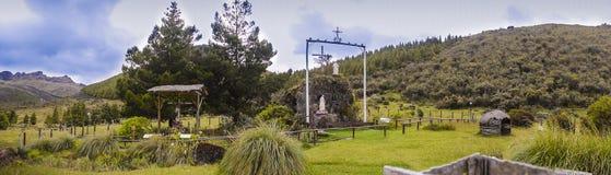 Panorama av nationalparken och fristaden för El Cajas Arkivbilder
