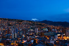 Panorama av nattLa Paz Arkivbild