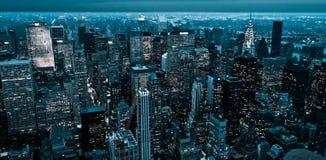 Panorama av New York på natten Fotografering för Bildbyråer