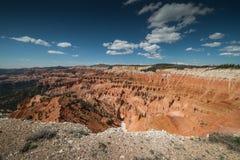 Panorama av olycksbringarebildande från punkt som är suverän i Cedar Breaks National Monument, Brian Head, Utah Royaltyfria Bilder