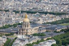 Panorama av Paris med flyg- sikt på kupoldes Invalides Royaltyfria Bilder