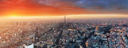 Panorama av Paris på solnedgången, cityscape Fotografering för Bildbyråer