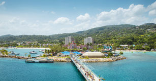 Panorama av port i Ocho Rio de Janeiro i Jamaica arkivbilder