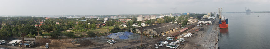 Panorama av porten av Cochin med staden Arkivbild