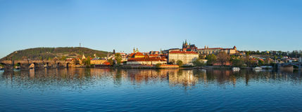 Panorama av Prague: Gradchany (Prague slott), St. Vitus Cathedr Royaltyfria Bilder