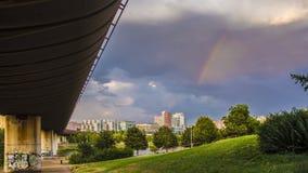 Panorama av Prague med tunnelbanan och regnbågen Royaltyfria Foton