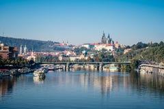 Panorama av Prague och Hradcany Royaltyfri Foto