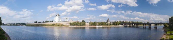 Panorama av Pskov Arkivfoton
