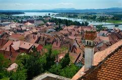 Panorama av Ptuj, Slovenien arkivfoton