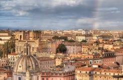Panorama av Rome från altaret av fäderneslandet på den regniga dagen för afton i Rome, Italien Arkivfoto