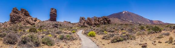 Panorama av ` s för monteringen Teide och GarcÃa vaggar, den Teide nationalparken, Tenerife, kanariefågelöar, Spanien arkivfoto