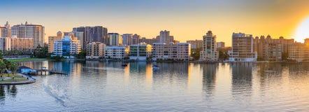 Panorama av Sarasota horisont på gryning, Florida royaltyfria bilder