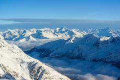 Panorama av schweiziska alps i wintes Royaltyfri Foto