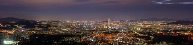Panorama av Seoul stadshorisont på Namhansanseong, Sydkorea Royaltyfri Bild