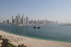 Panorama av skyskrapor i den Dubai marina UAE Royaltyfri Fotografi