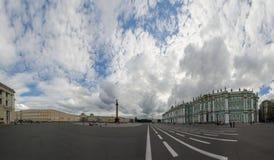 Panorama av slottfyrkanten, St Petersburg, Ryssland Arkivfoto