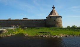 Panorama av slottväggar med tornet Royaltyfria Foton