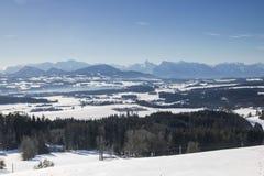 Panorama av snöbergskedjalandskapet fotografering för bildbyråer