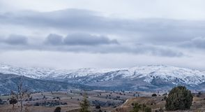 Panorama av snöig berg i Turkiet Arkivfoton