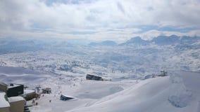 Panorama av snöig Dachstein från den Krippenstein monteringen, Obertraun, Österrike arkivfilmer