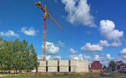 Panorama av sommarkonstruktionsplatsen av wi för en offentlig byggnad Royaltyfri Foto