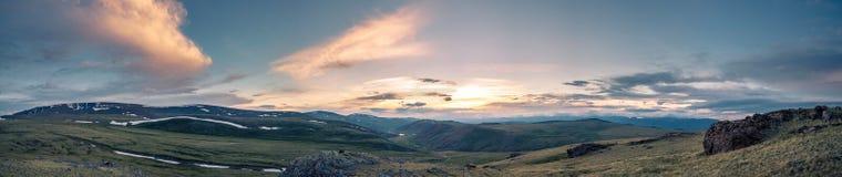 Panorama av stäppen och berg Royaltyfri Foto