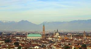 Panorama av staden av vicenza med den stora basilikapalladiaen Arkivbilder