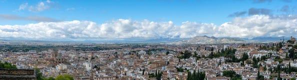 Panorama av staden av Granada i Andalusia i Spanien arkivfoton