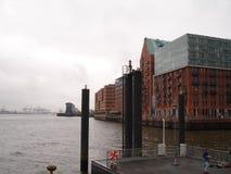 Panorama av staden av Hamburg Sikt av Elbet River i Hamburg Royaltyfria Bilder