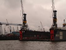 Panorama av staden av Hamburg Sikt av Elbet River i Hamburg Royaltyfri Fotografi