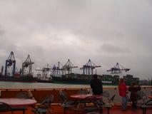 Panorama av staden av Hamburg Sikt av Elbet River i Hamburg Arkivfoto