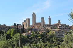 Panorama av staden av San Gimignano royaltyfria bilder
