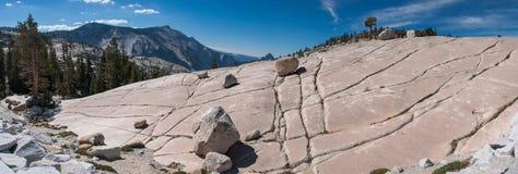 Panorama av stenkullen på den Yosemite nationalparken Royaltyfri Fotografi