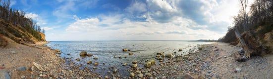Panorama av Östersjön på den Orlowo klippan Royaltyfri Fotografi