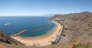 Panorama av stranden Las Teresitas, Tenerife, kanariefågelöar, Spanien fotografering för bildbyråer