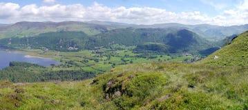 Panorama- av sydligt slut av Derwent vatten royaltyfri foto