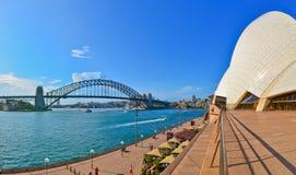 Panorama av Sydney Harbor i en solig dag Arkivbild