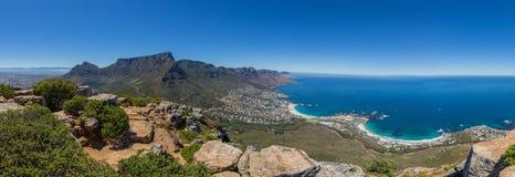 Panorama av tabellberget och 12 apostlar i Cape Town Fotografering för Bildbyråer