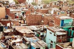Panorama av tak för indisk stad, Indien Varanasi landskap, färgrika hus i Indien, soligt landskap för indisk stad royaltyfria foton