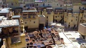 Panorama av traditionellt piskar garveriet Fez medina lager videofilmer