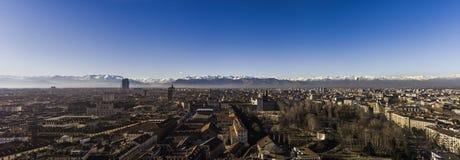 Panorama av Turin, med fjällängarna i backrounden, Turin, Italien Royaltyfri Fotografi