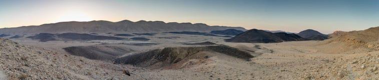 Panorama av turism och loppet för ökenlandskapnatur royaltyfria bilder