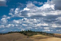 Panorama av Tuscany kullar i sommar Royaltyfria Bilder