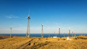Panorama av udde Megan med vindturbiner, den Krim, Black Sea kusten arkivbilder
