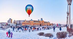 Panorama av vinterfestivalen av ballonger royaltyfri foto