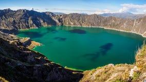Panorama- av vulkansj?n av Quilotoa, Ecuador arkivfoton