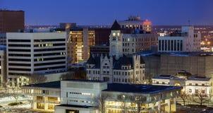 Panorama av Wichita på natten Arkivbild